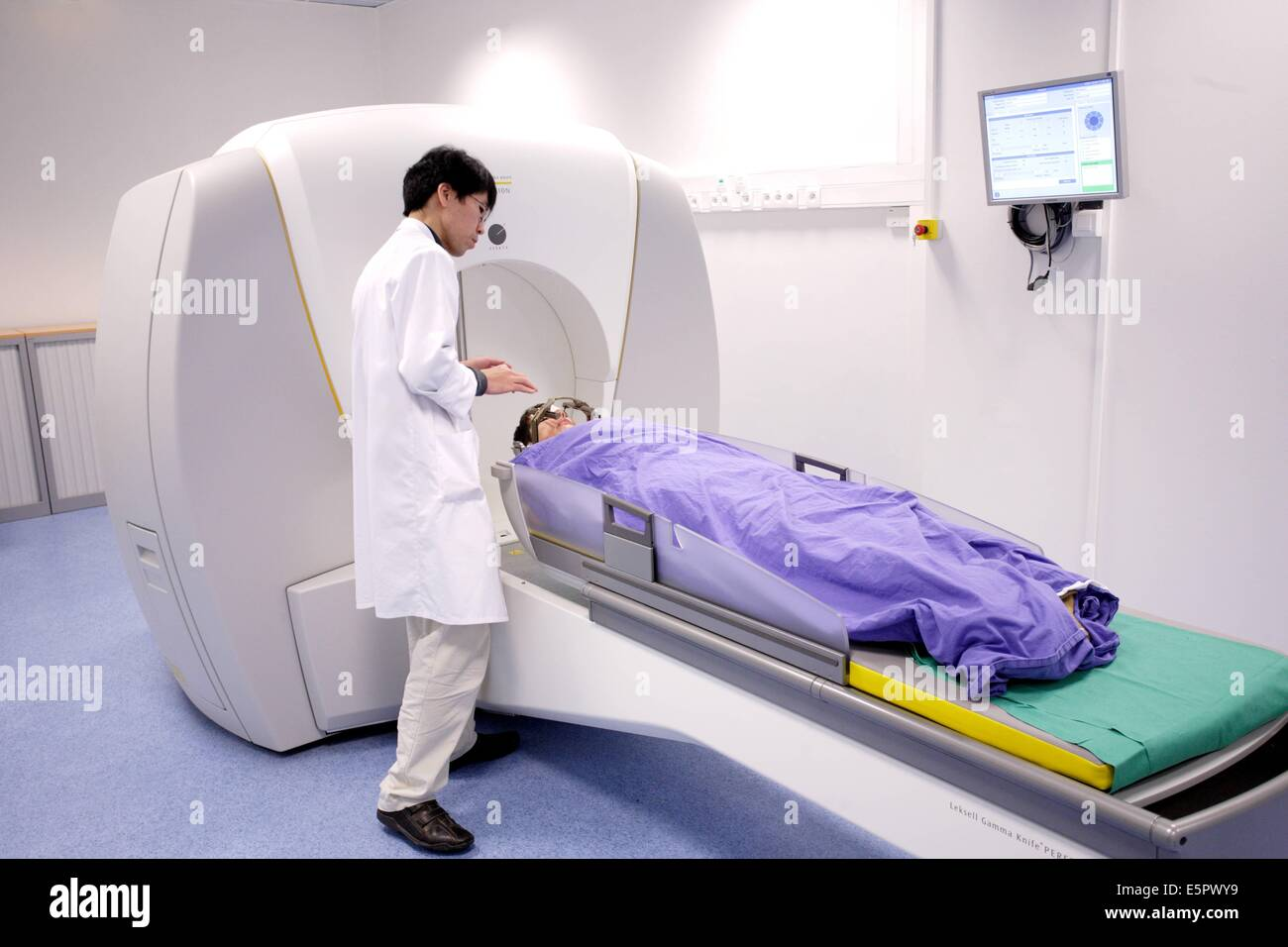 photo Treating a Brain Tumor With a Gamma Knife