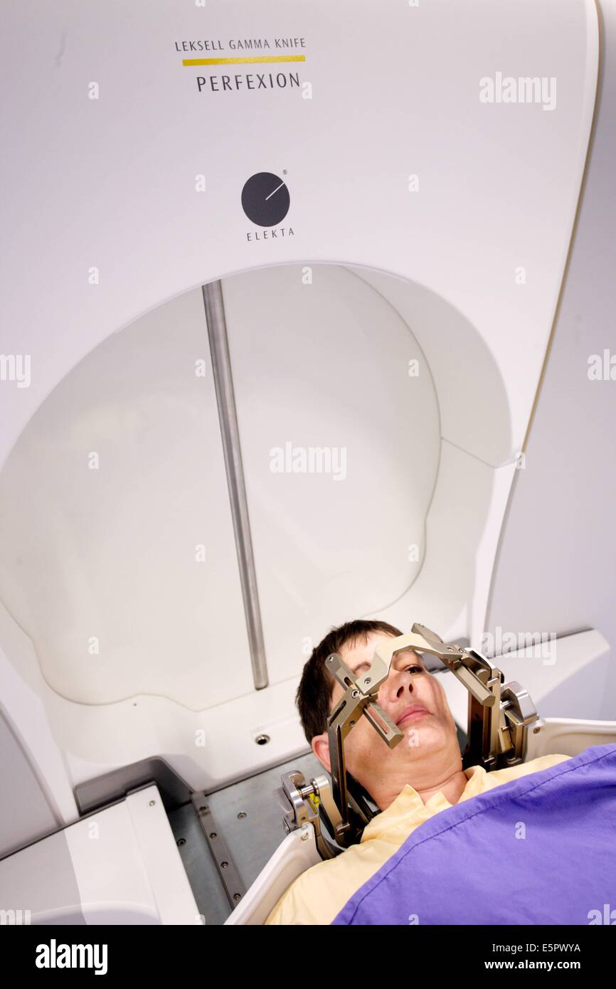 Treating a Brain Tumor With a Gamma Knife foto