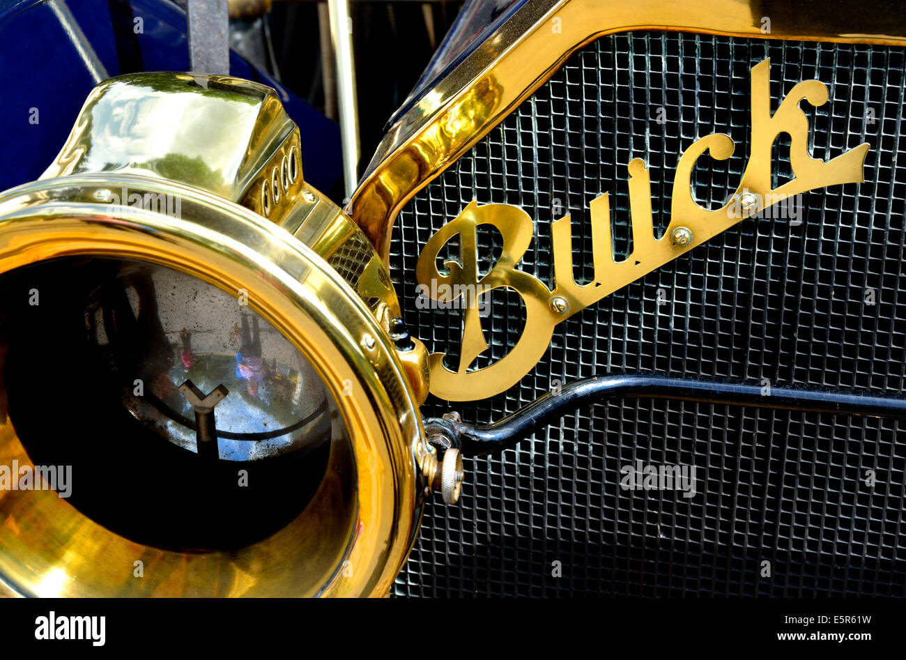 1910 vintage Buick car. Detail of front grill and headlamp - Stock Image