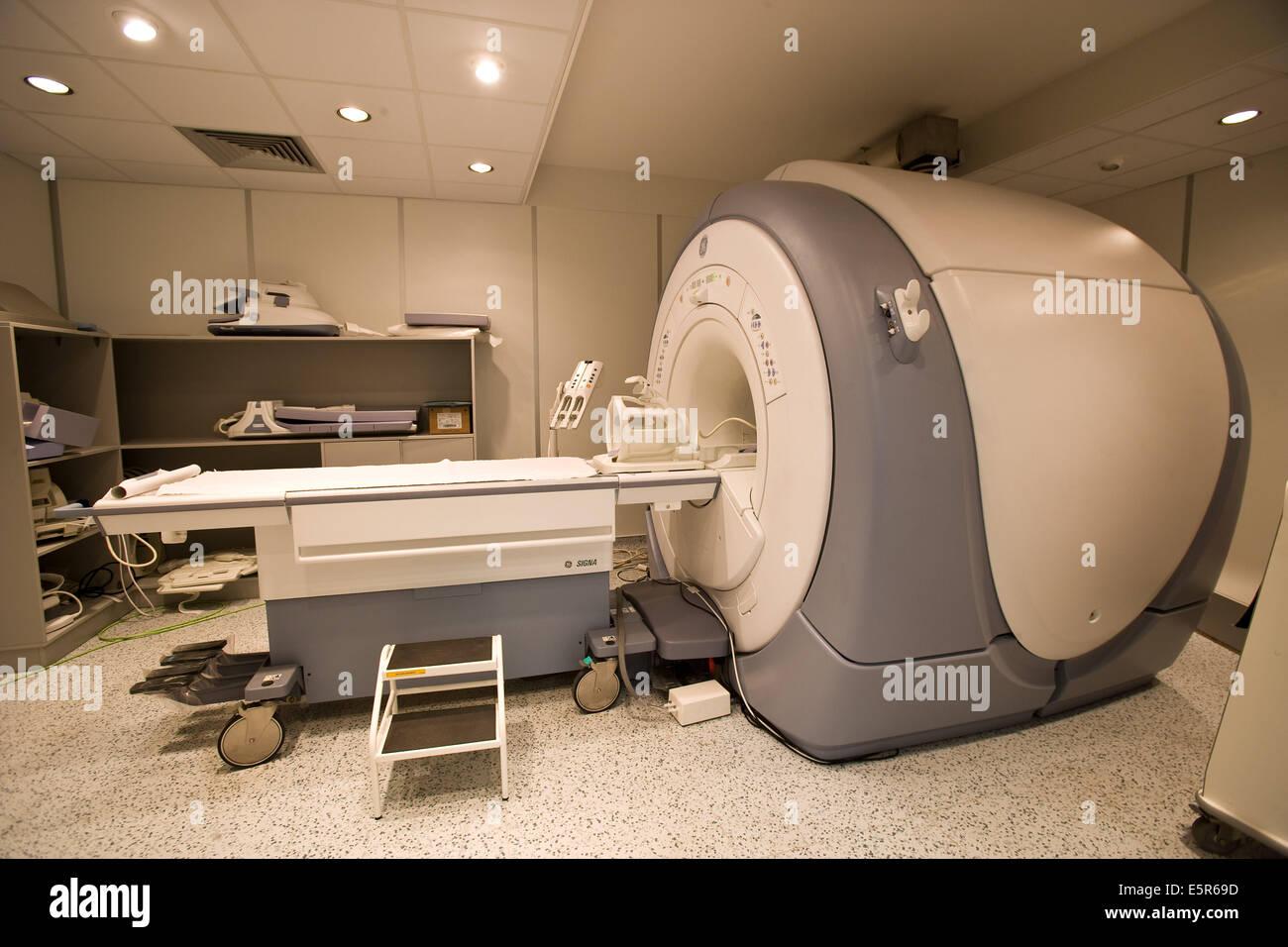 Closed geometry Magnetic Resonance Imaging (MRI) unit, 3 tesla. - Stock Image
