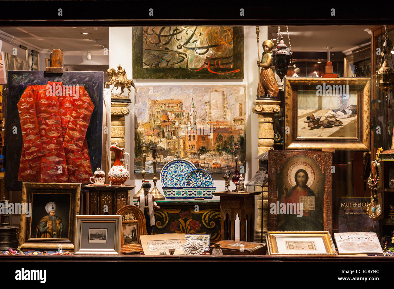 Antique shop in Istanbul, Turkey. - Stock Image
