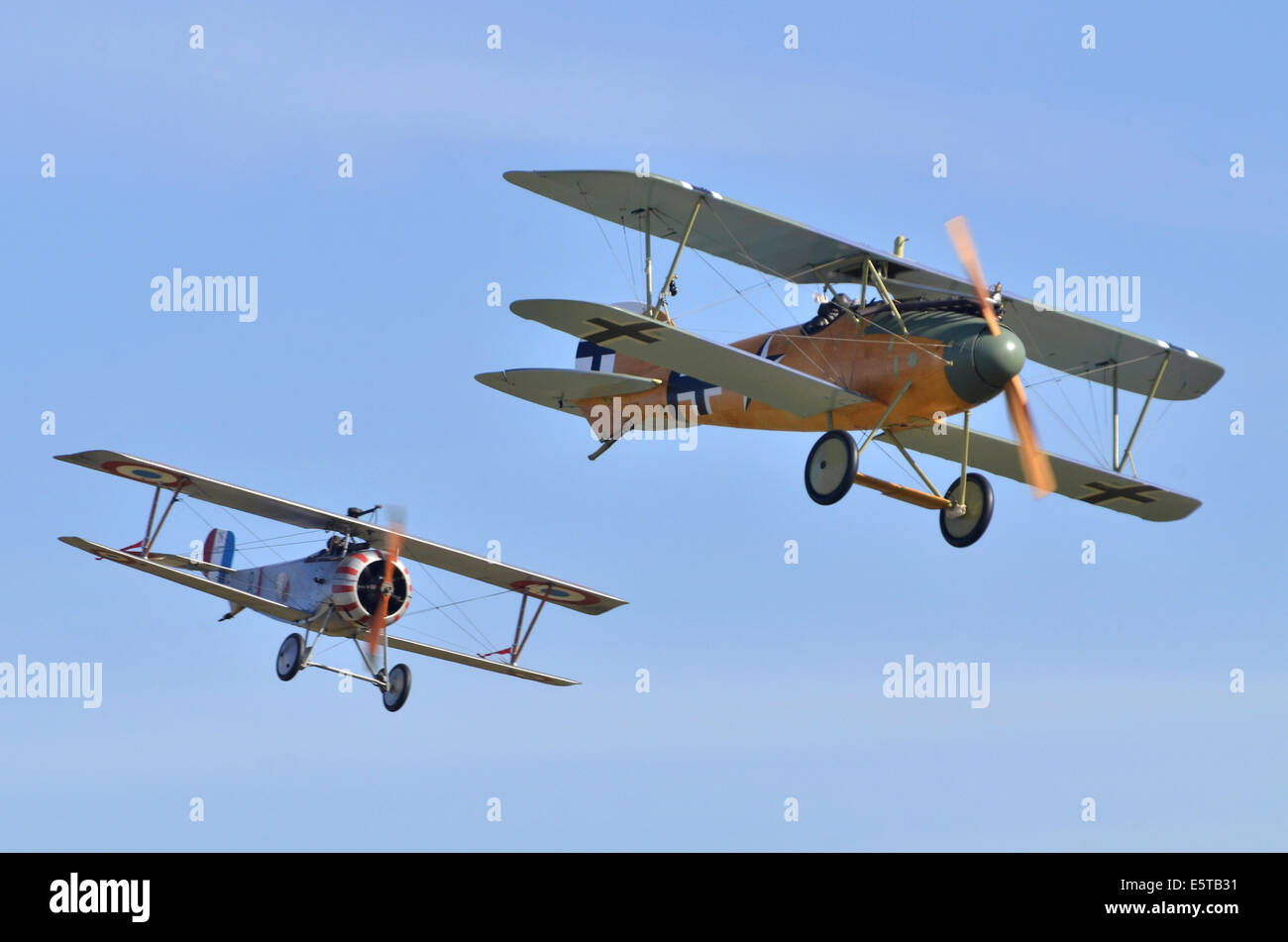 WW1 plane dogfight Nieuport 23 Scout in French markings and Albatros DV.a in German markings at Duxford Airshow - Stock Image