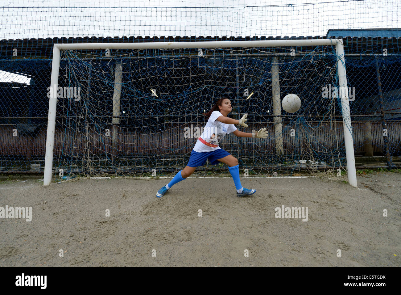 Teenager, 16 years, goalkeeper saving the ball, Craque do Amanha social project, São Gonçalo, Niterói, - Stock Image