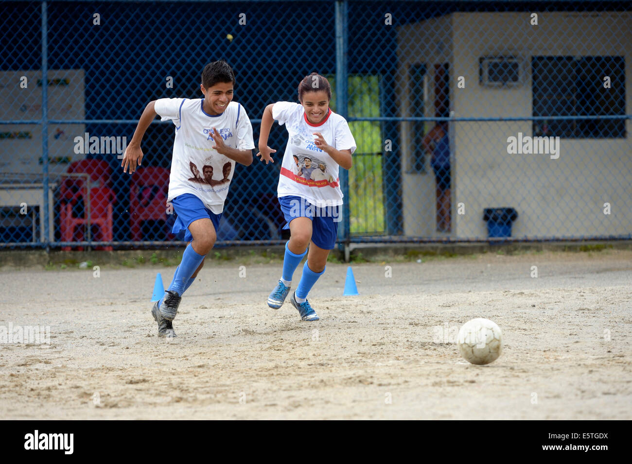 Two teenagers, twins, 16 years, playing football, Craque do Amanha social project, São Gonçalo, Niterói, - Stock Image