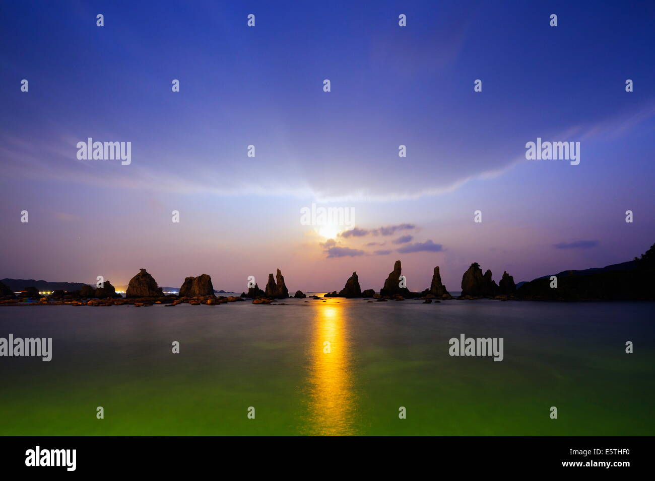 Full moon rising over rock stacks, Hashikuiiwa, Wakayama Prefecture, Honshu, Japan, Asia - Stock Image
