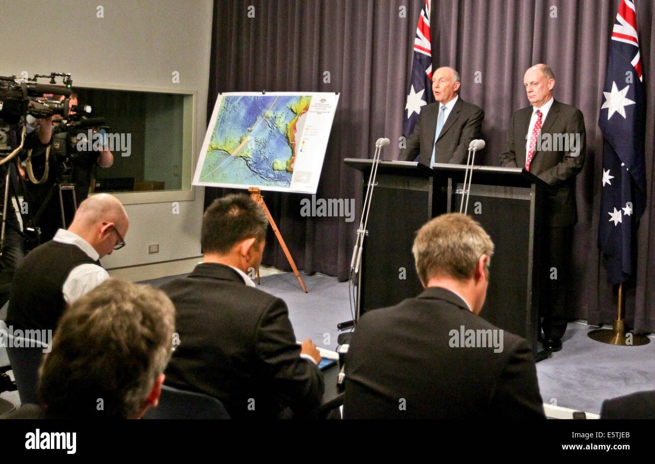 Canberra, Australia. 6th Aug, 2014. Australian Deputy Prime Minister Warren Truss (L) attends the press conference - Stock Image