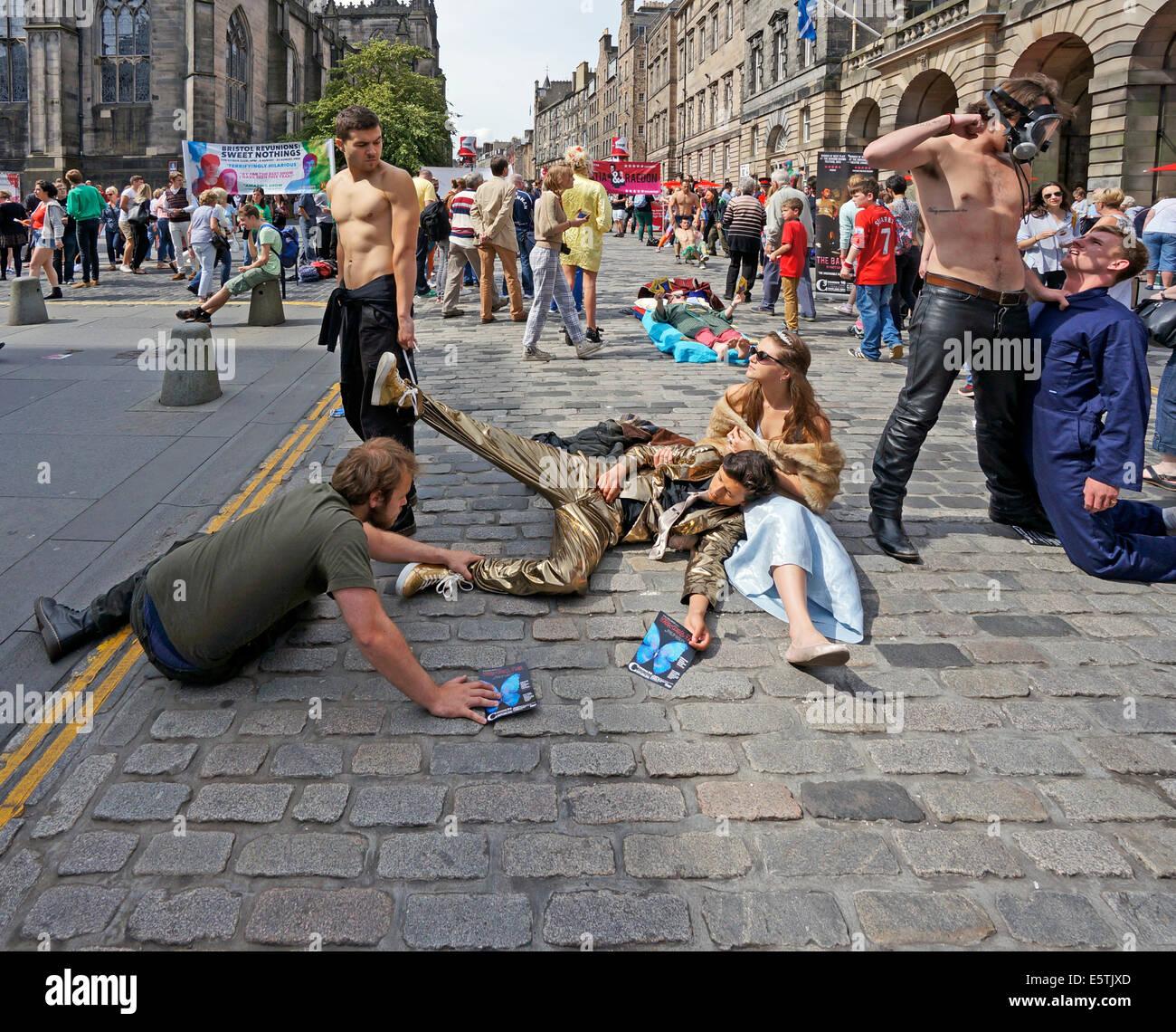Edinburgh Fringe Festival 2014 Performers in High Street The Royal Mile Edinburgh Scotland - Stock Image