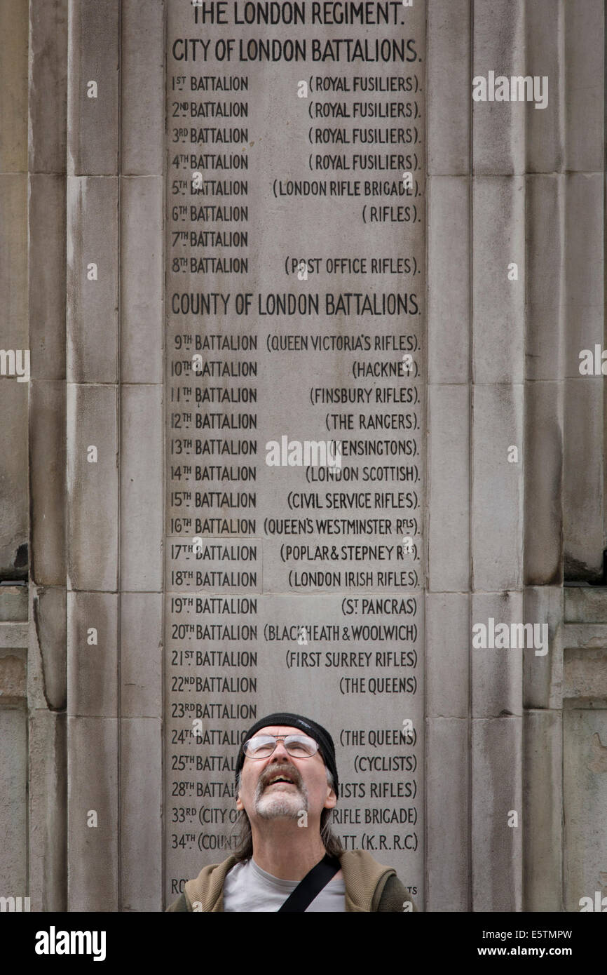 Tribute to the London Regiment's battalions: In the 100th year after WW1 started, the war memorial heroes in - Stock Image