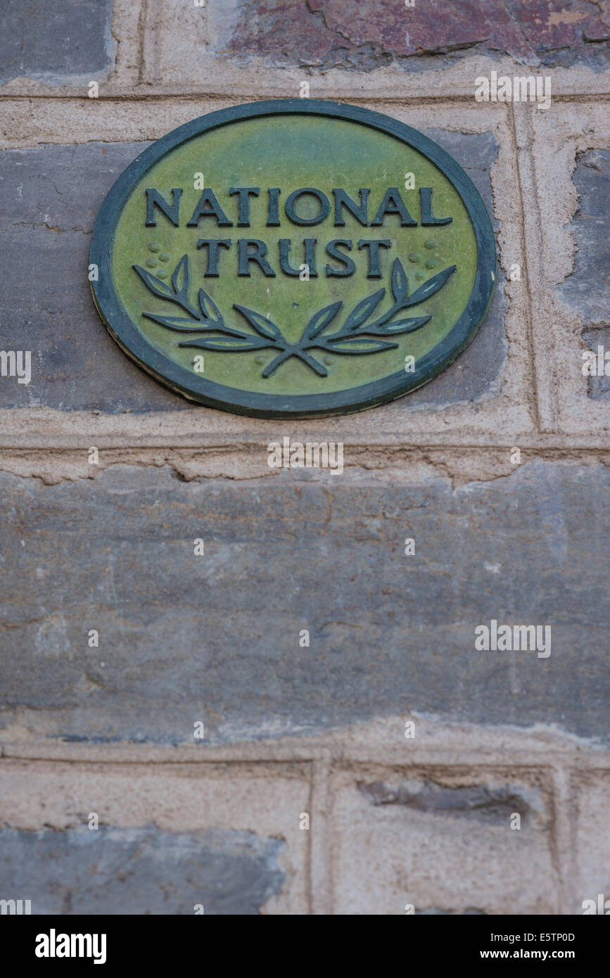 'National Trust' sign on old building in Australia - Stock Image
