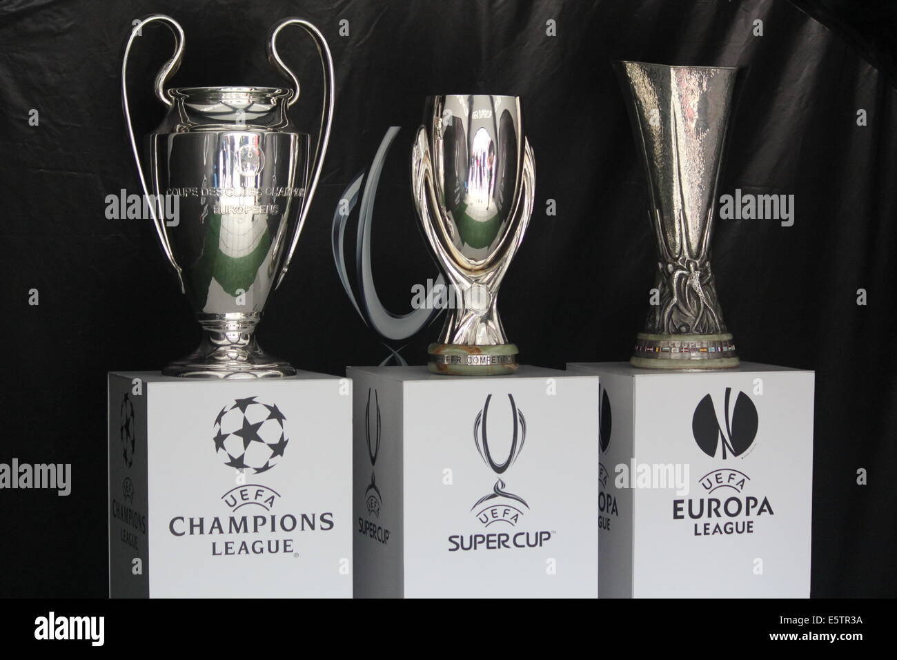13++ Europa League Uefa Cup Trophy