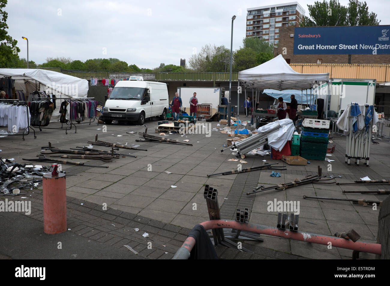 Dismantling Market Stalls Saturday Street Market - Stock Image