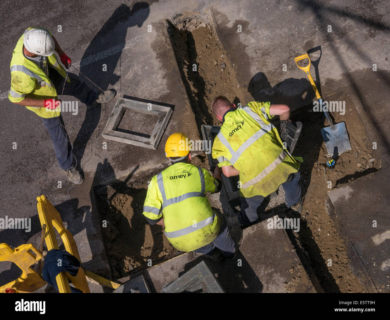UK Roadworks Repair and replacement of underground water mains pipework by contractors - Amey mail@davidlevenson.com - Stock Image