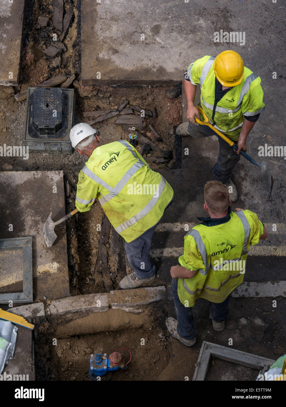 UK Roadworks Repair and replacement of underground water mains pipework by contractors - Amey - Stock Image