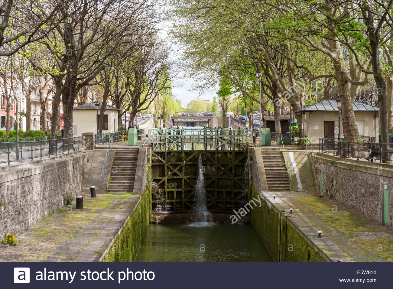 Locks along the Canal St. Martin, Paris, Îsle-de-France, France - Stock Image