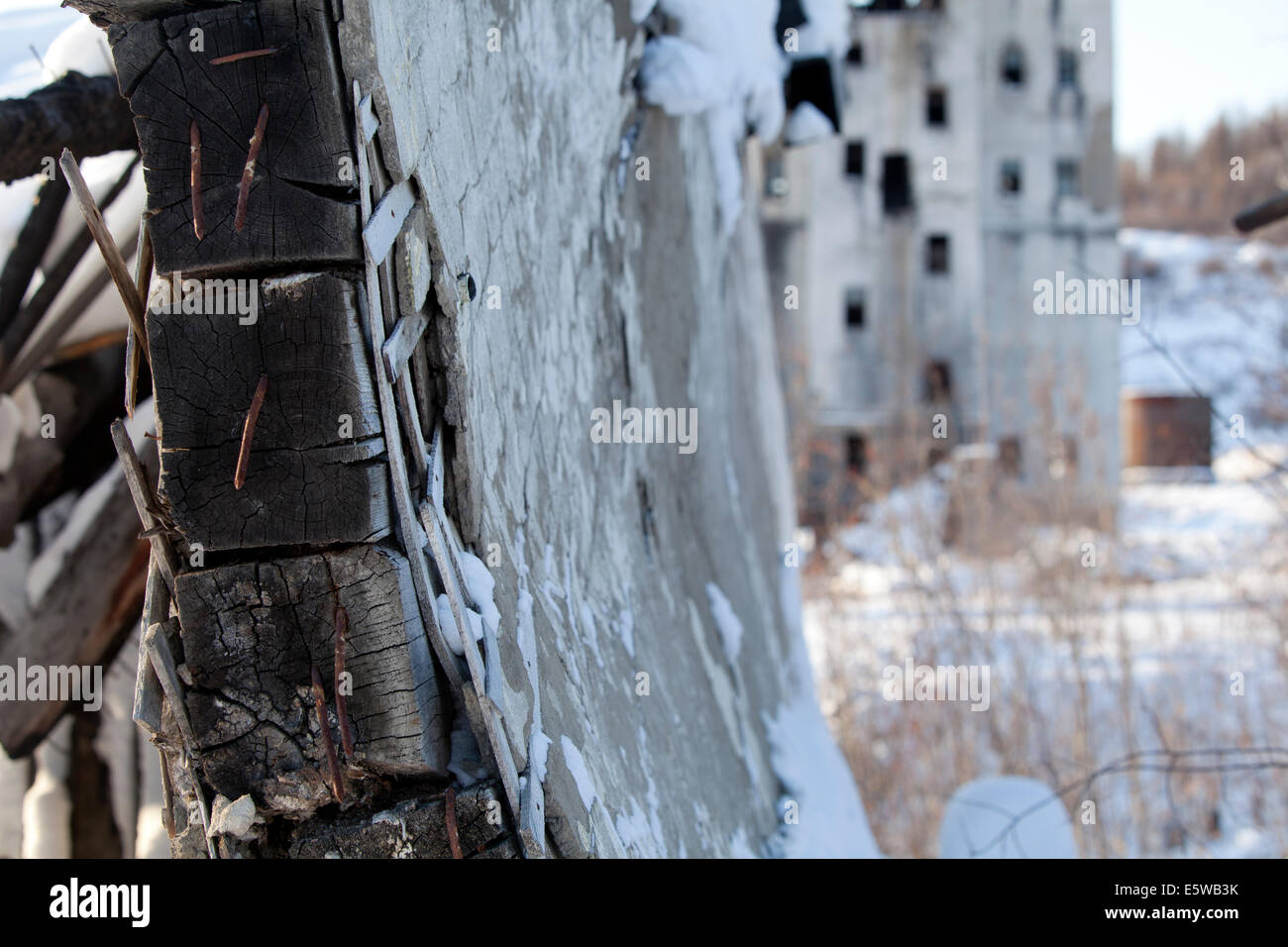 Abandoned snow broken wall ghost town Russia - Stock Image