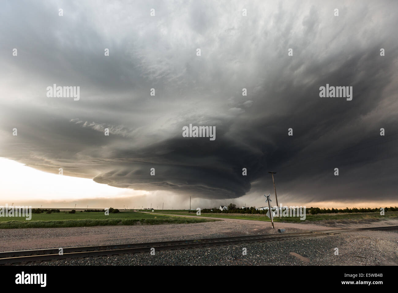 A classic high plains low precipitation supercell thunderstorm taking on a mothership striated appearance with hail - Stock Image