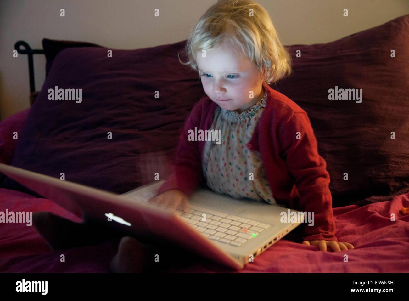 Child, computer - Stock Image