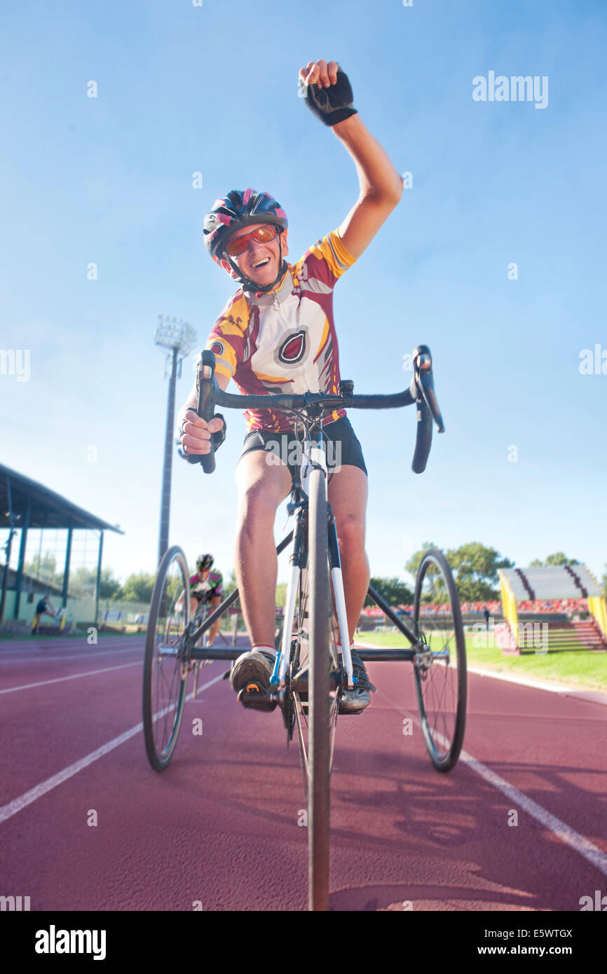 Cyclist at finishing line in para-athletic competition - Stock Image