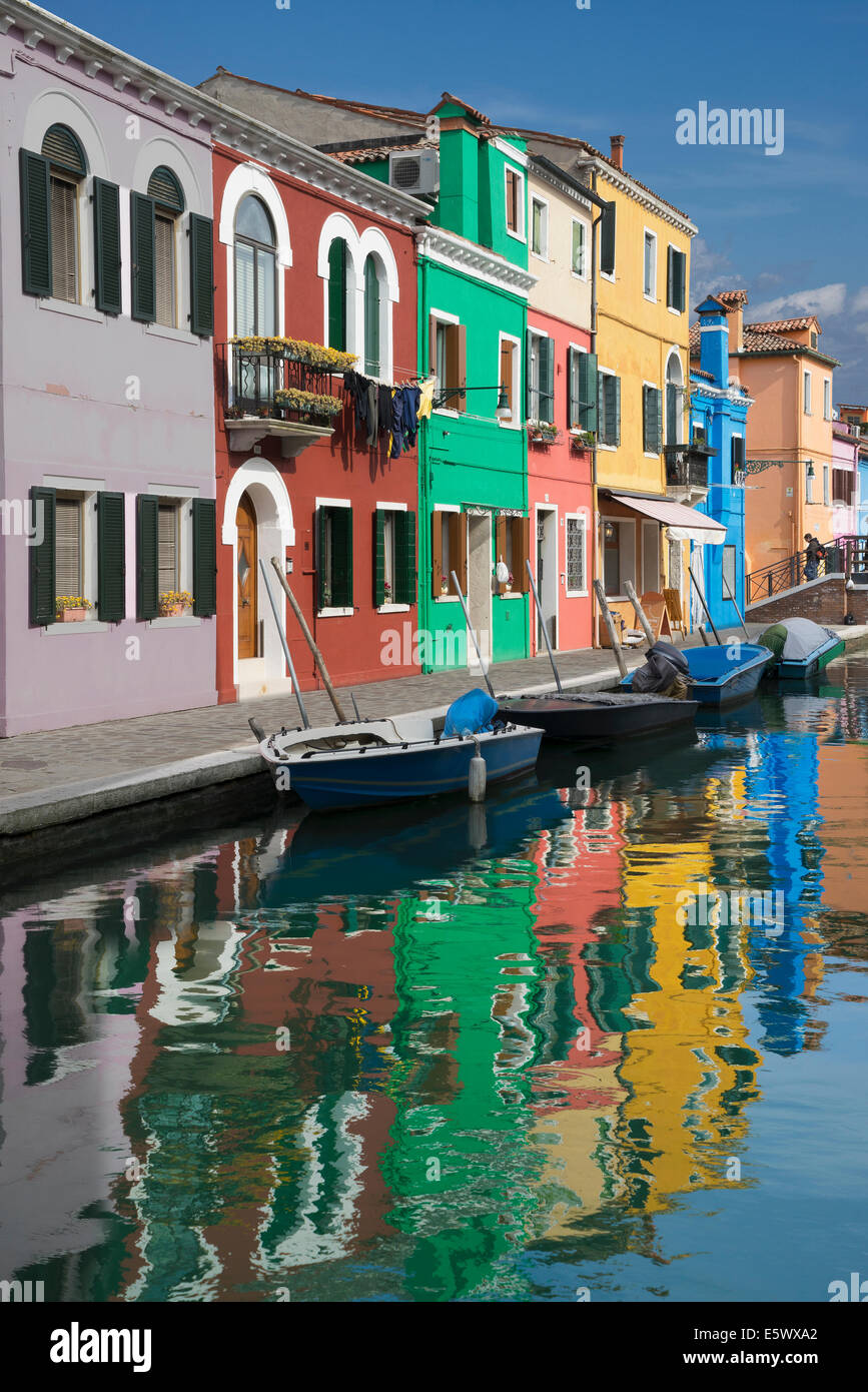 Multi colored houses and canal, Burano, Venice, Veneto, Italy - Stock Image