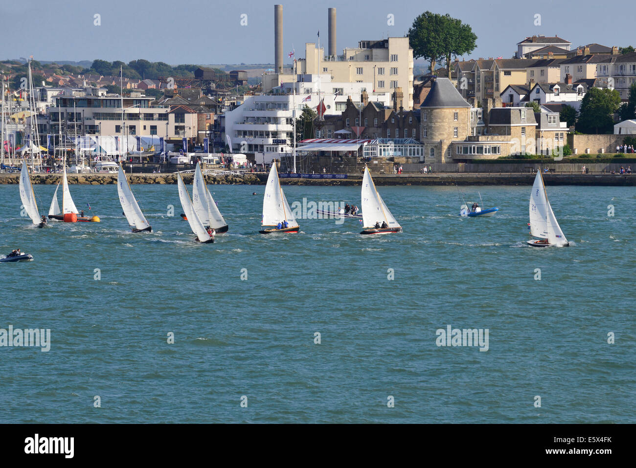 Isle of Wight, UK. 6th Aug, 2014. Aberdeen Asset Management Cowes Week, One Hour Victory' race off the Green, up Stock Photo