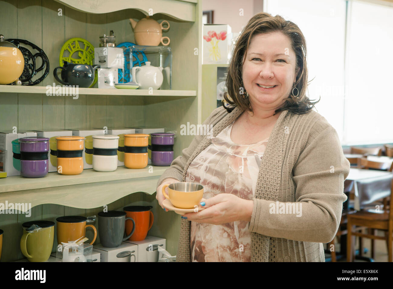 Portrait of mature female business owner in cafe - Stock Image