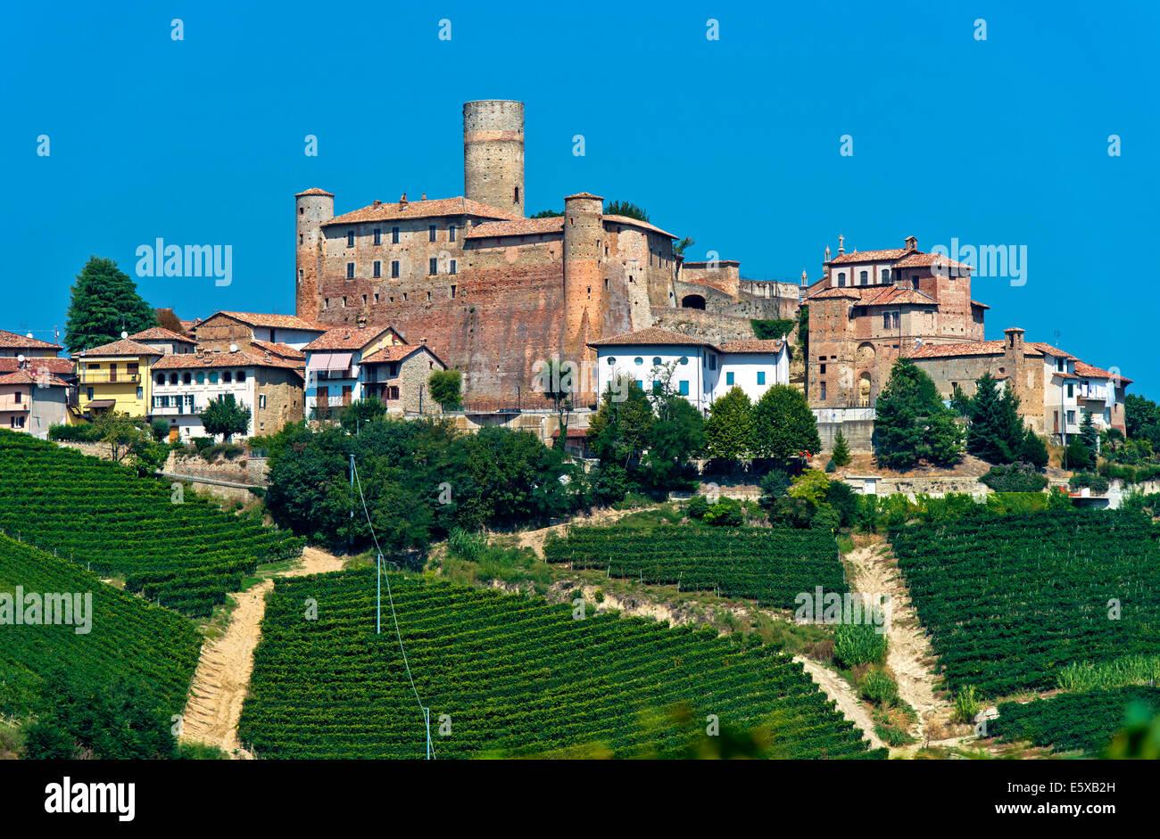The castle of Castiglione Falletto rising above vineyards, Castiglione Falletto, Province of Cuneo, Piedmont, Italy - Stock Image