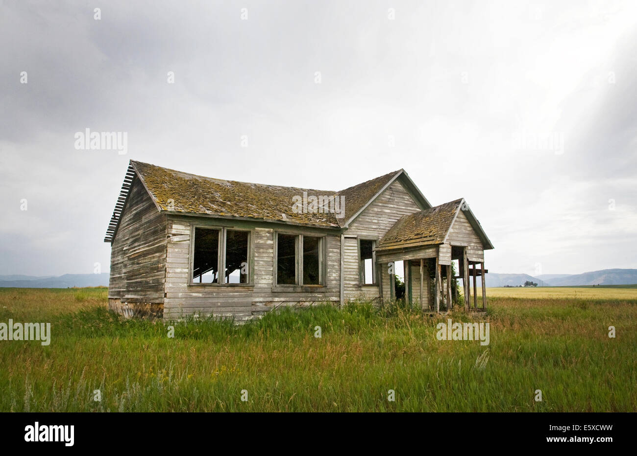 An ancient abandoned farmhouse on a wheat farm in the Swan Valley of eastern Idaho. - Stock Image