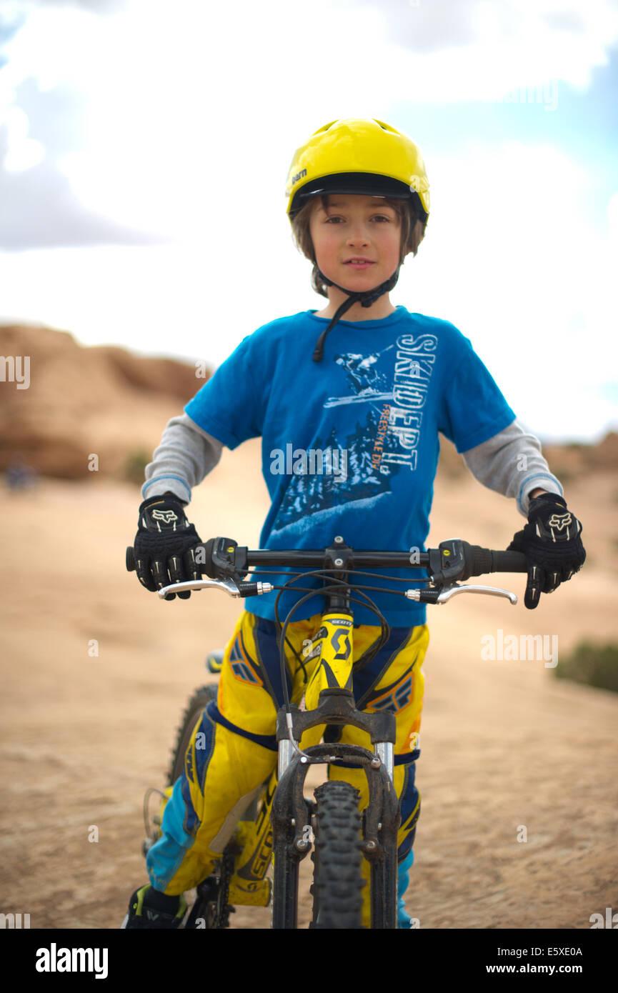 Julien Markewitz Riding His Bike in the Desert of Moab Southern Utah - Stock Image