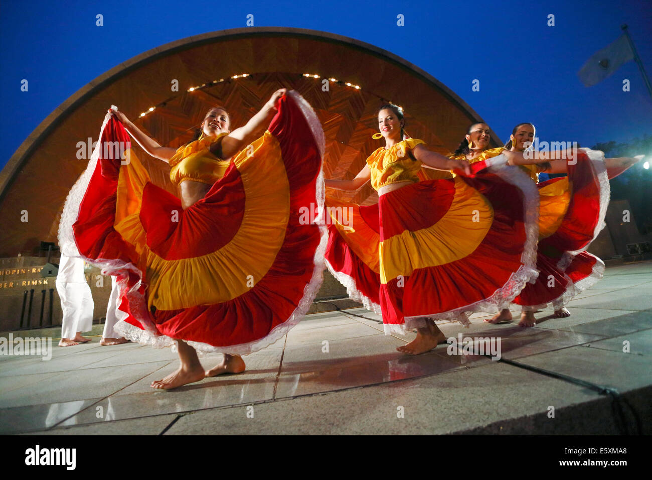 BHZ Latin American dancers performing in front of the Hatch Shell on the Esplanade, Boston, Massachusetts, USA - Stock Image