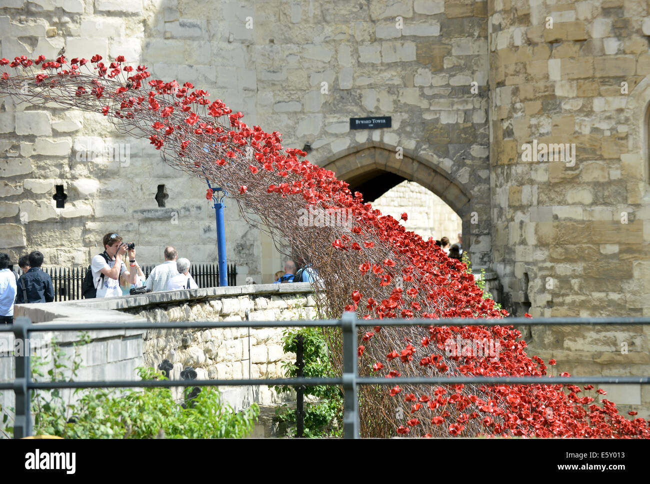 Bloodswept Lands and Seas of Red, thousands of ceramic poppies by artist Paul Cummins at the Tower of London WW1 Stock Photo