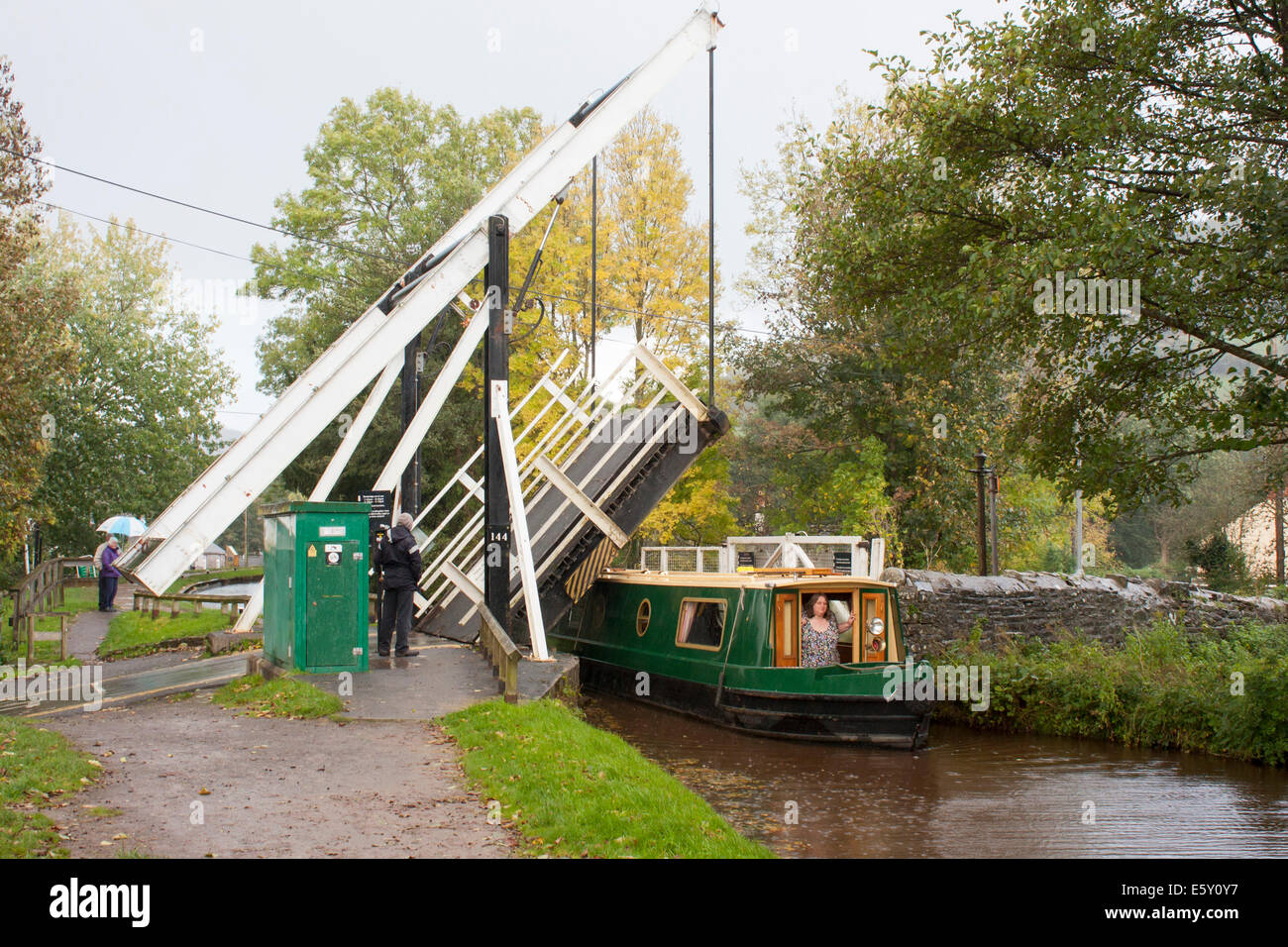 Talybont Drawbridge No 144, Monmouthshire and Brecon Canal, Canol Pentre, Talybont-on-Usk, Powys, Wales, GB, United - Stock Image