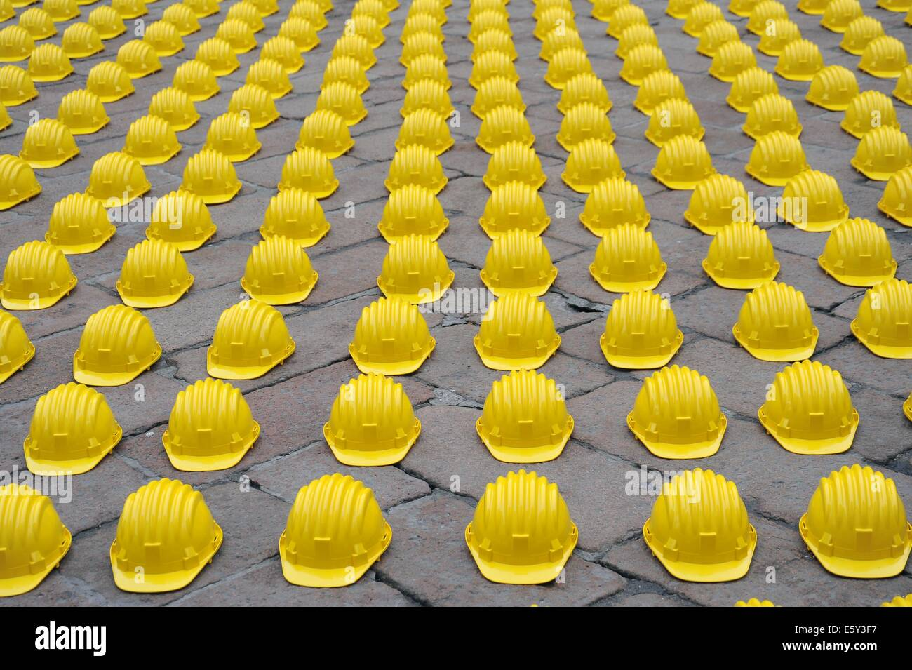 Milano, Italy, protest of construction workers against the economic crisis and unemployment in front of the old - Stock Image