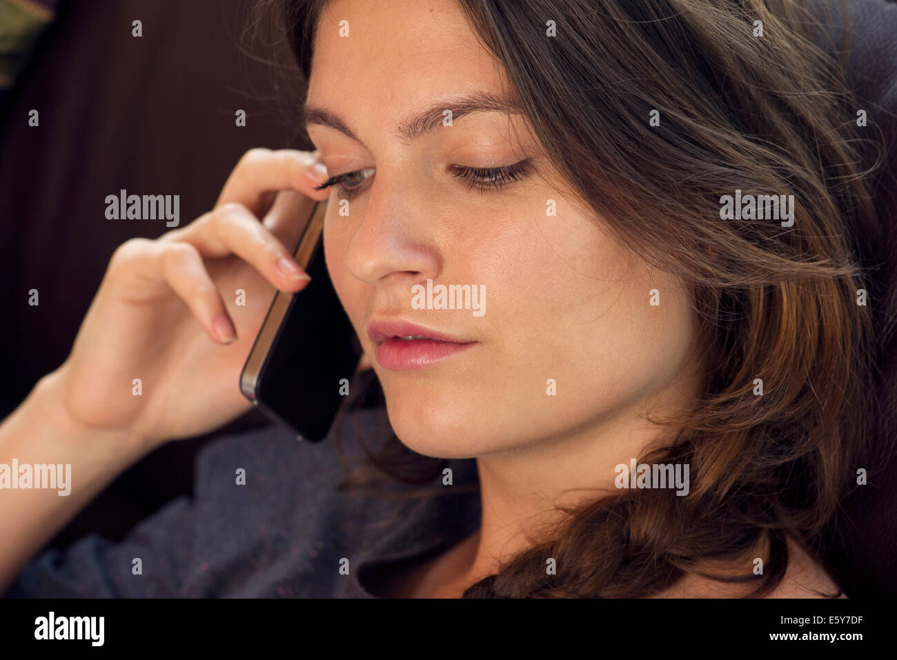 Woman talking on cell phone - Stock Image