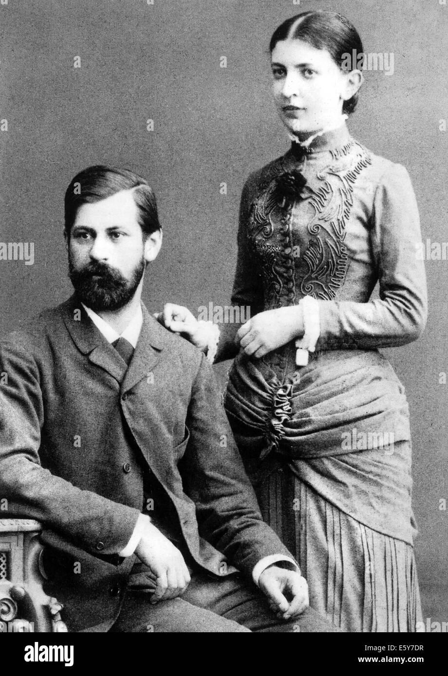 SIGMUND FREUD (1856-1939) Austrian neurologist with his fiancee Martha Bernays shortly before their marriage in Stock Photo
