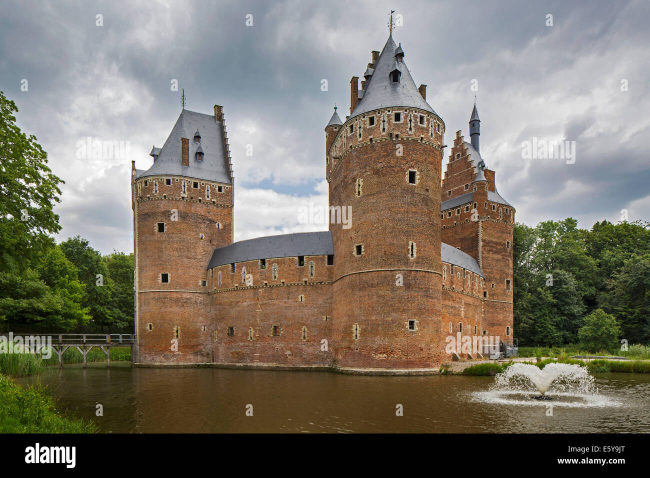 The medieval Beersel Castle surrounded by a moat, Flanders, Belgium - Stock Image