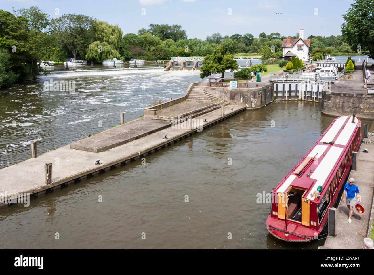 Goring Lock, Goring-on-Thames, Oxfordshire, England, GB, UK. Stock Photo