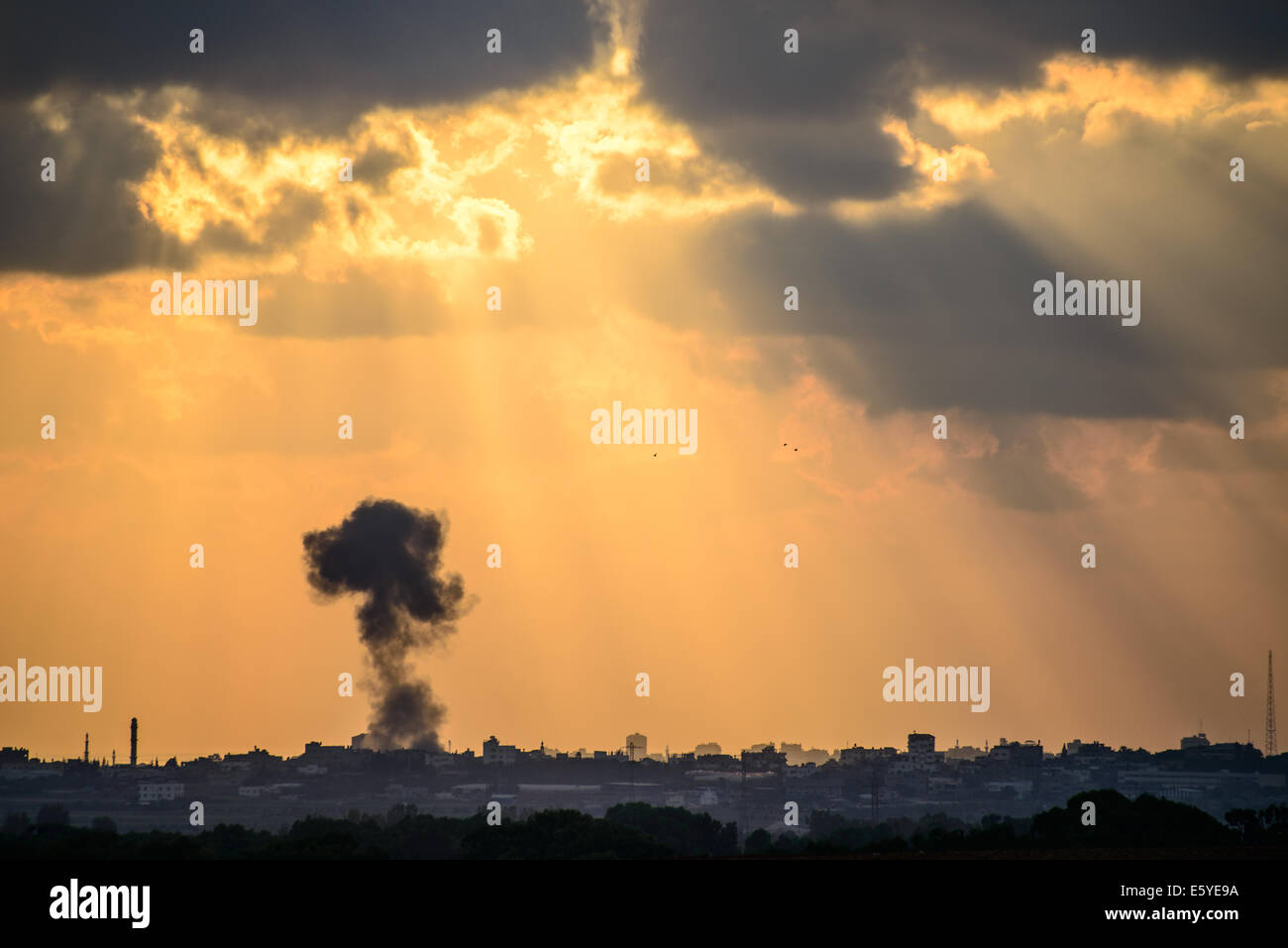 bomb falling on Gaza - Stock Image