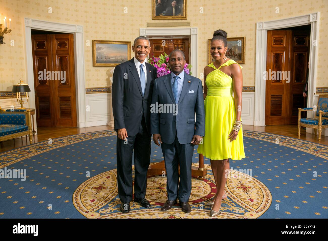 US President Barack Obama and First Lady Michelle Obama pose with Gabriel Arcanjo Ferreira da Costa, Prime Minister - Stock Image