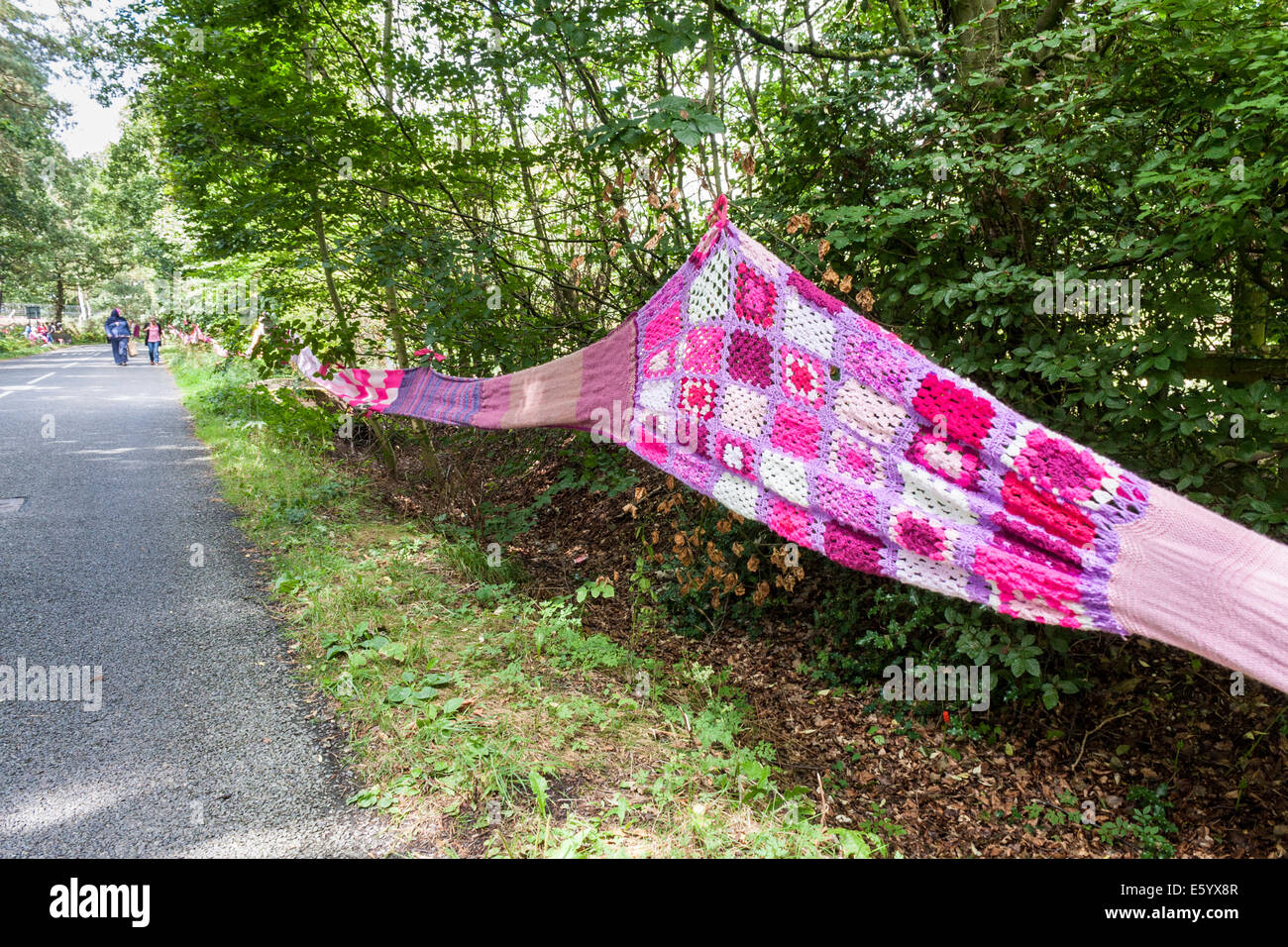 Aldermaston, Berkshire, England, GB, UK. 9th August 2014. A 7 mile (11km) long hand-knitted 'scarf' was - Stock Image