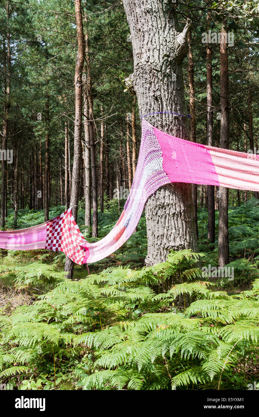 Aldermaston-Burghfield, Berkshire, England, GB, UK. 9th August 2014. A 7 mile (11km) long hand-knitted 'scarf' - Stock Image