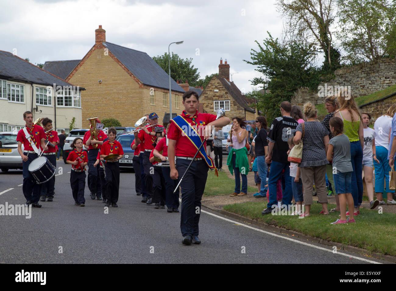 Blisworth, Northamptonshire, UK. 9th August, 2014.  The Grand Union Canal, Blisworth Canal Festival, Crowds enjoying - Stock Image
