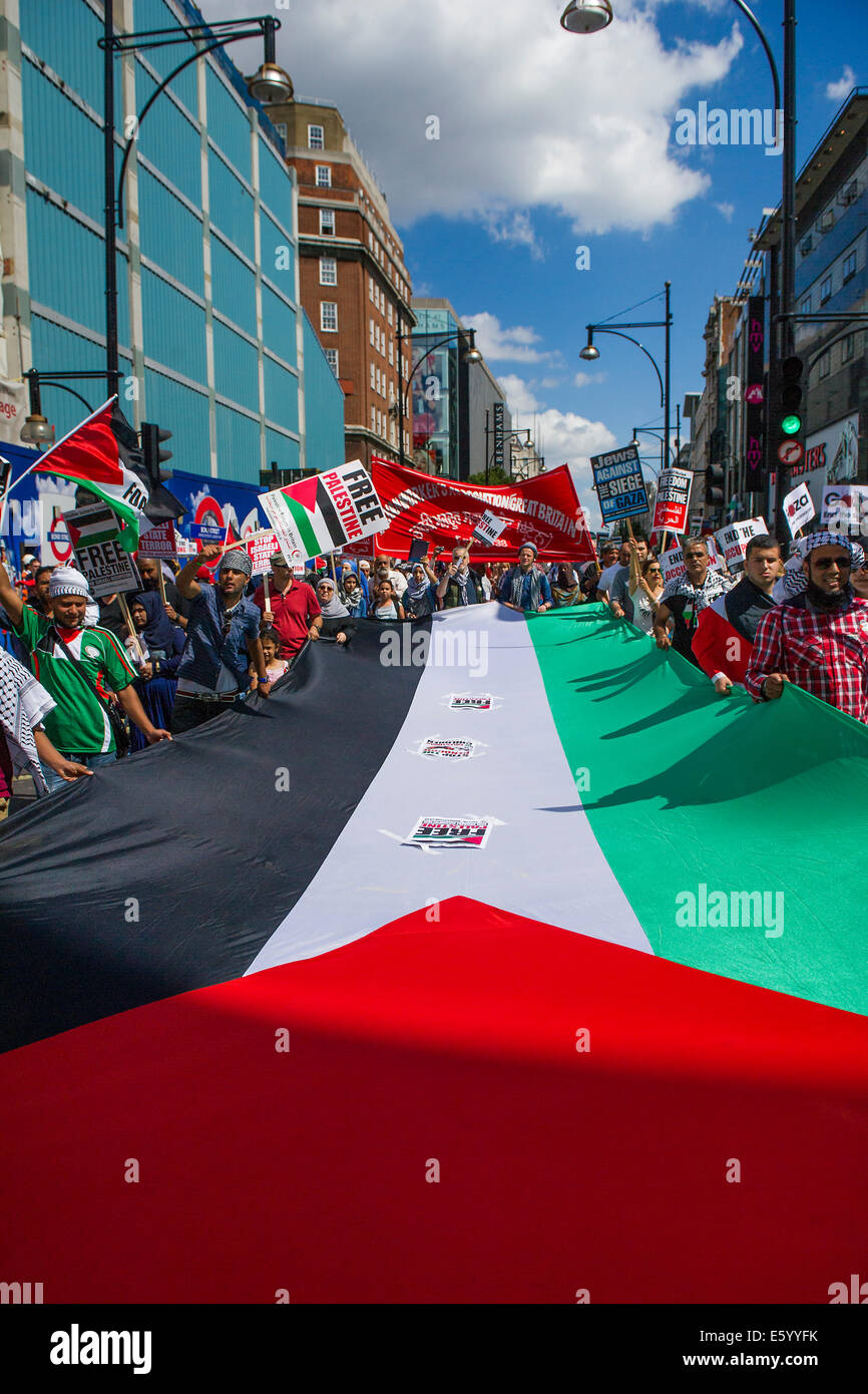 London, UK. 9th august, 2014. Going down Oxford Street. Stop the 'massacre' in Gaza protest. A demonstration - Stock Image