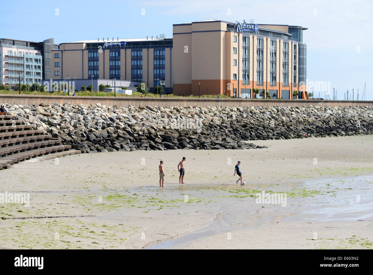 Radisson Blu Hotel on the shoreline at St Helier, Jersey, Channel Islands, GB - Stock Image