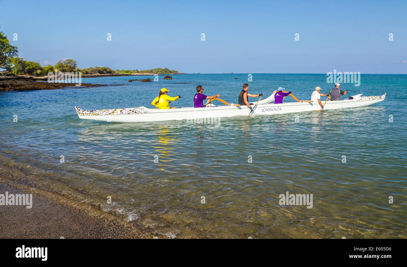 Paddlers in outrigger canoe at Anaehoomalu Bay on the Big Island of Hawaii - Stock Image