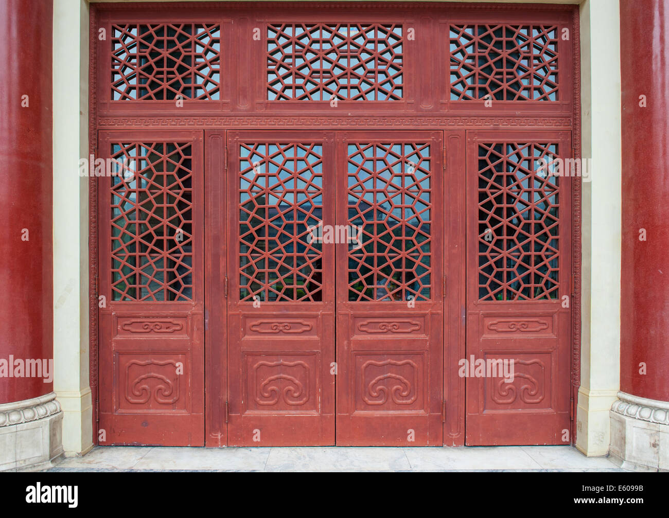 Chinese doors & Chinese doors Stock Photo: 72536727 - Alamy