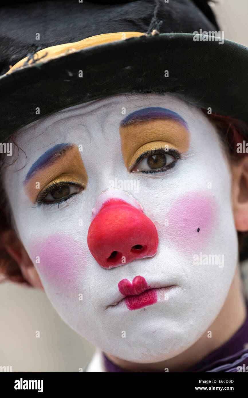 Young girl performing as a clown mime artist at the Edinburgh Fringe Festival, Edinburgh, Scotland, UK - Stock Image