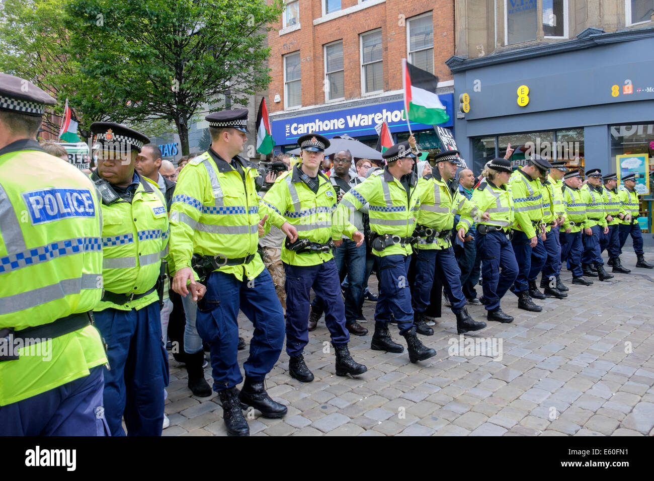 Manchester, UK. 9th August 2014. Police cordon the hundreds of pro-Palestinian demonstrators marching in Market - Stock Image