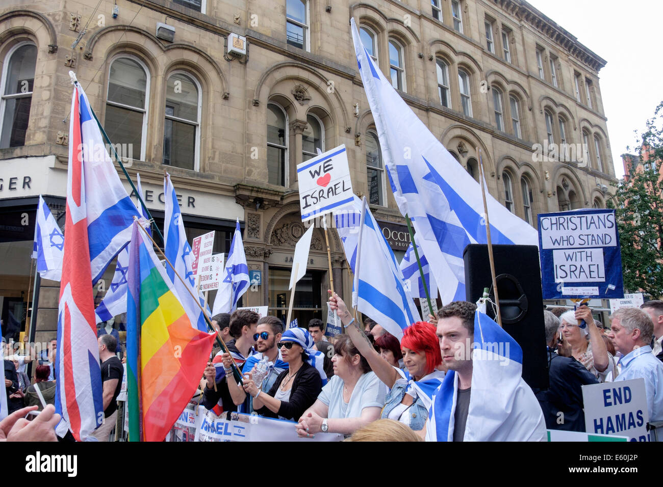 Manchester, England, UK, 9th August 2014. Pro-Israeli and Antisemitism demonstrators in King Street outside a Jewish - Stock Image