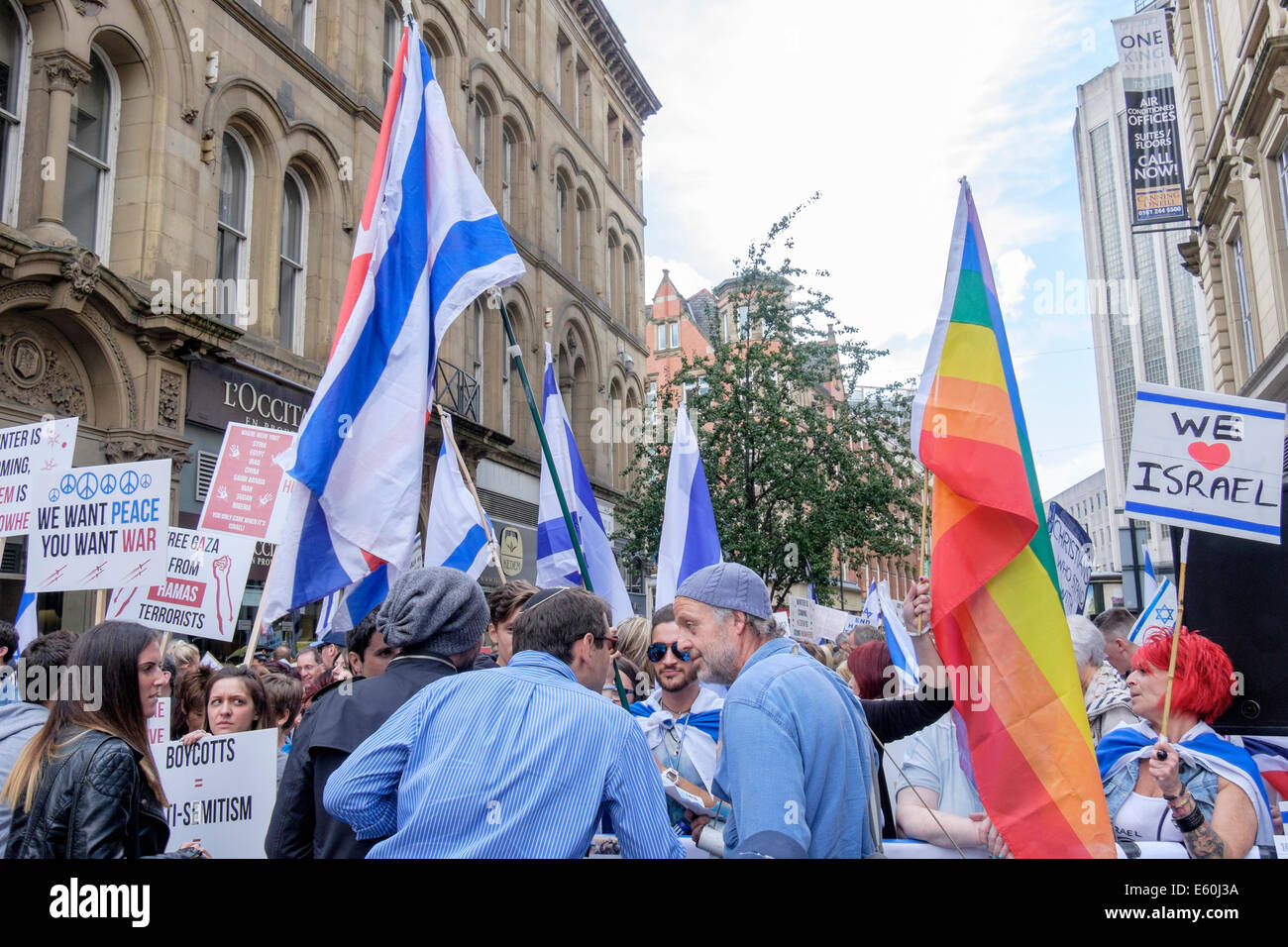Manchester, England, UK, 9th August 2014. Pro-Israeli and Antisemitism demonstrators in King Street outside the - Stock Image