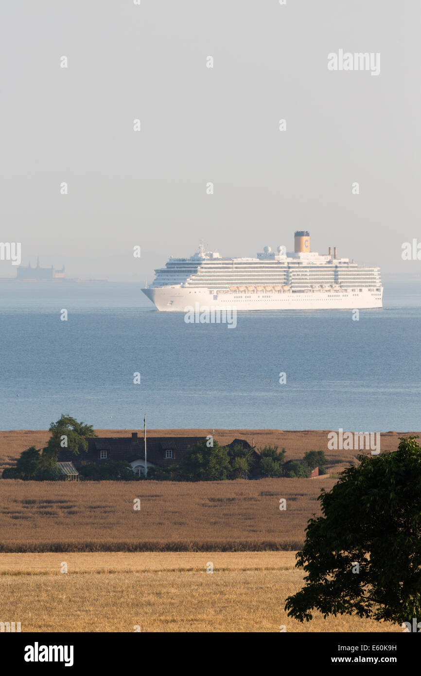 COSTA LUMINOSA southbound off the northern tip of Ven. Kronborg Castle in 'Elsinore' is clearly visible - Stock Image